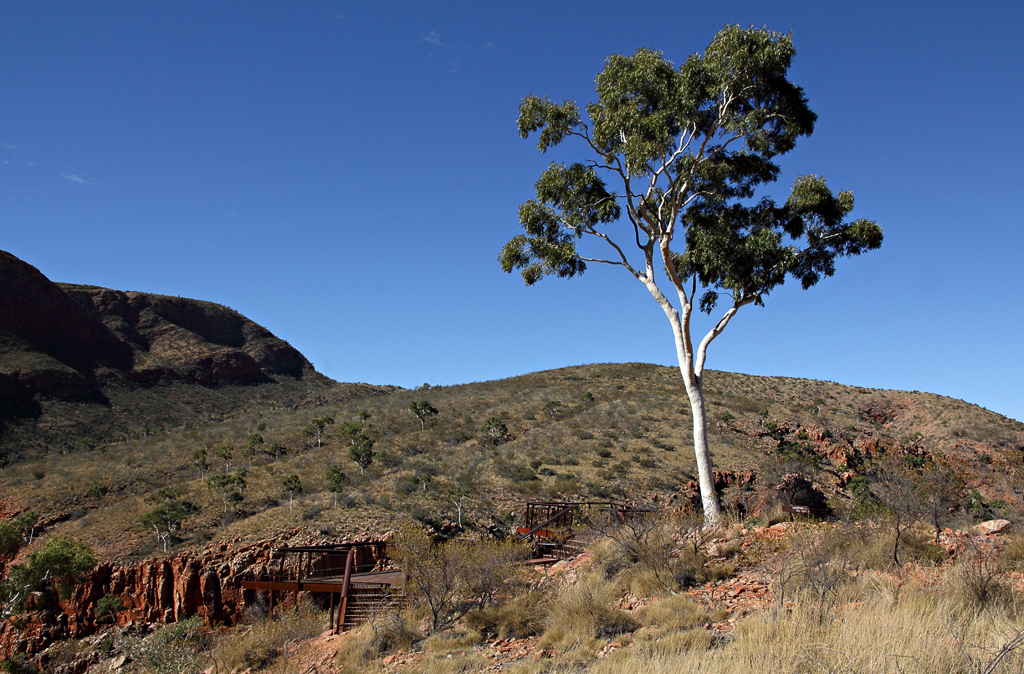 letgotravelaustralia.files.wordpress.com_2013_02_ghost-gum-lookout.jpg