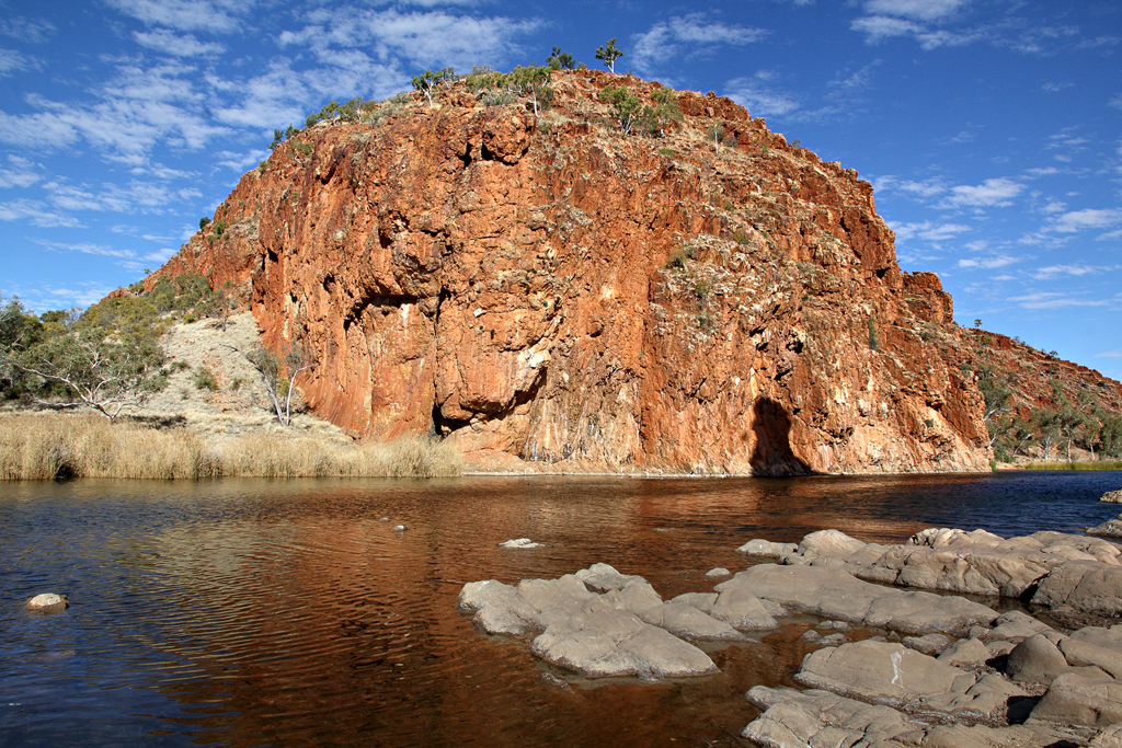 letgotravelaustralia.files.wordpress.com_2013_02_glen-helen-gorge-1.jpg