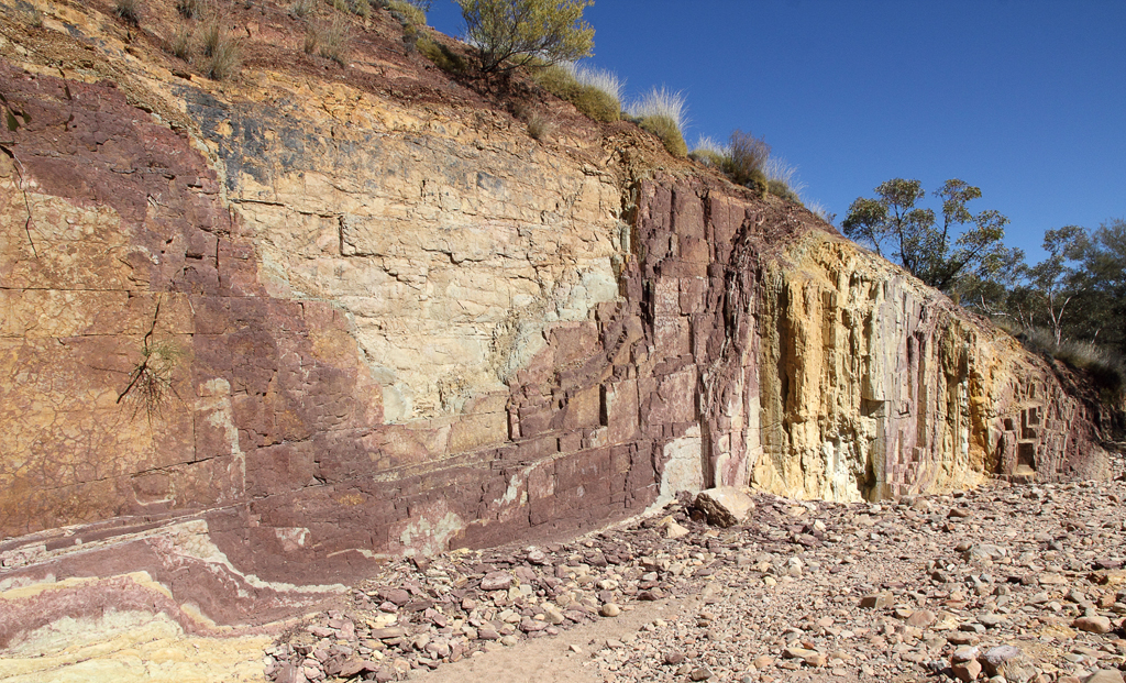 letgotravelaustralia.files.wordpress.com_2013_02_ochre-pit-2.jpg